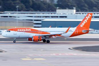G-EZRU - easyJet Airbus A320