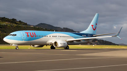 OO-TNB - TUI Airways Boeing 737-800