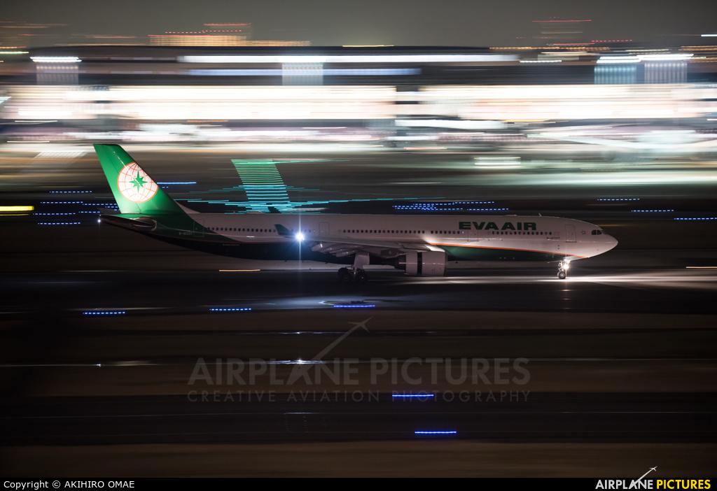 Eva Air B-16337 aircraft at Tokyo - Haneda Intl
