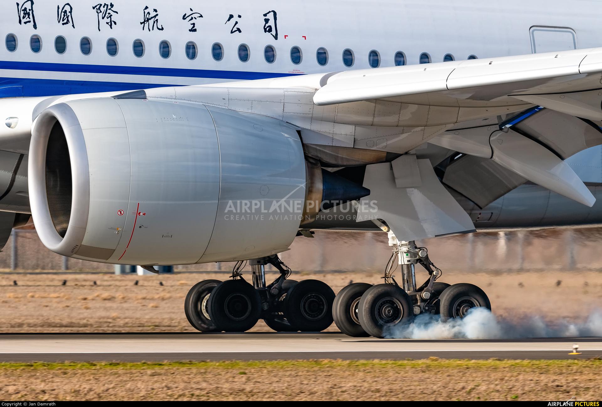 Air China B-1082 aircraft at Frankfurt
