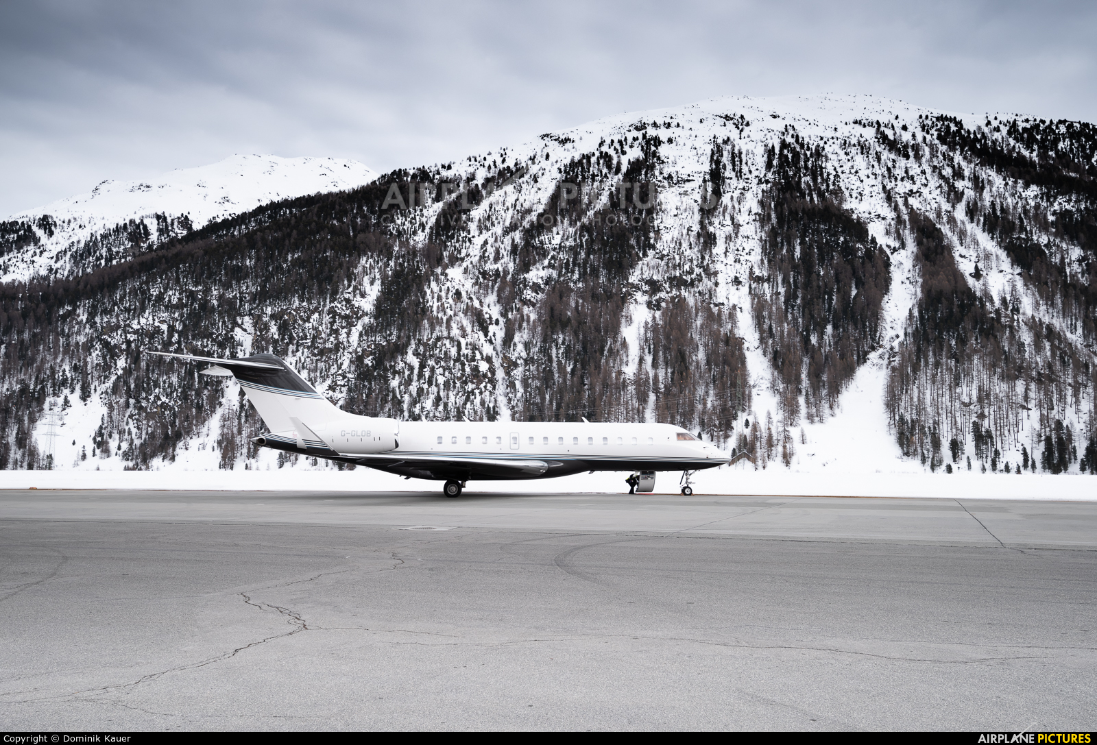 Private G-GLOB aircraft at Samedan - Engadin