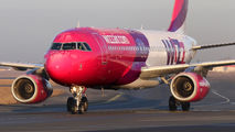 HA-LYE - Wizz Air Airbus A320 aircraft