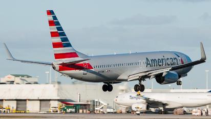 N972NN - American Airlines Boeing 737-800