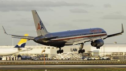 N677AN - American Airlines Boeing 757-200WL
