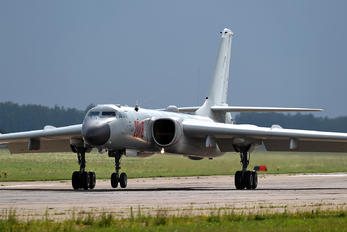 20118 - China - Air Force Xian H-6K