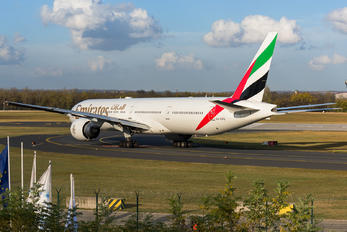 A6-EPQ - Emirates Airlines Boeing 777-300ER