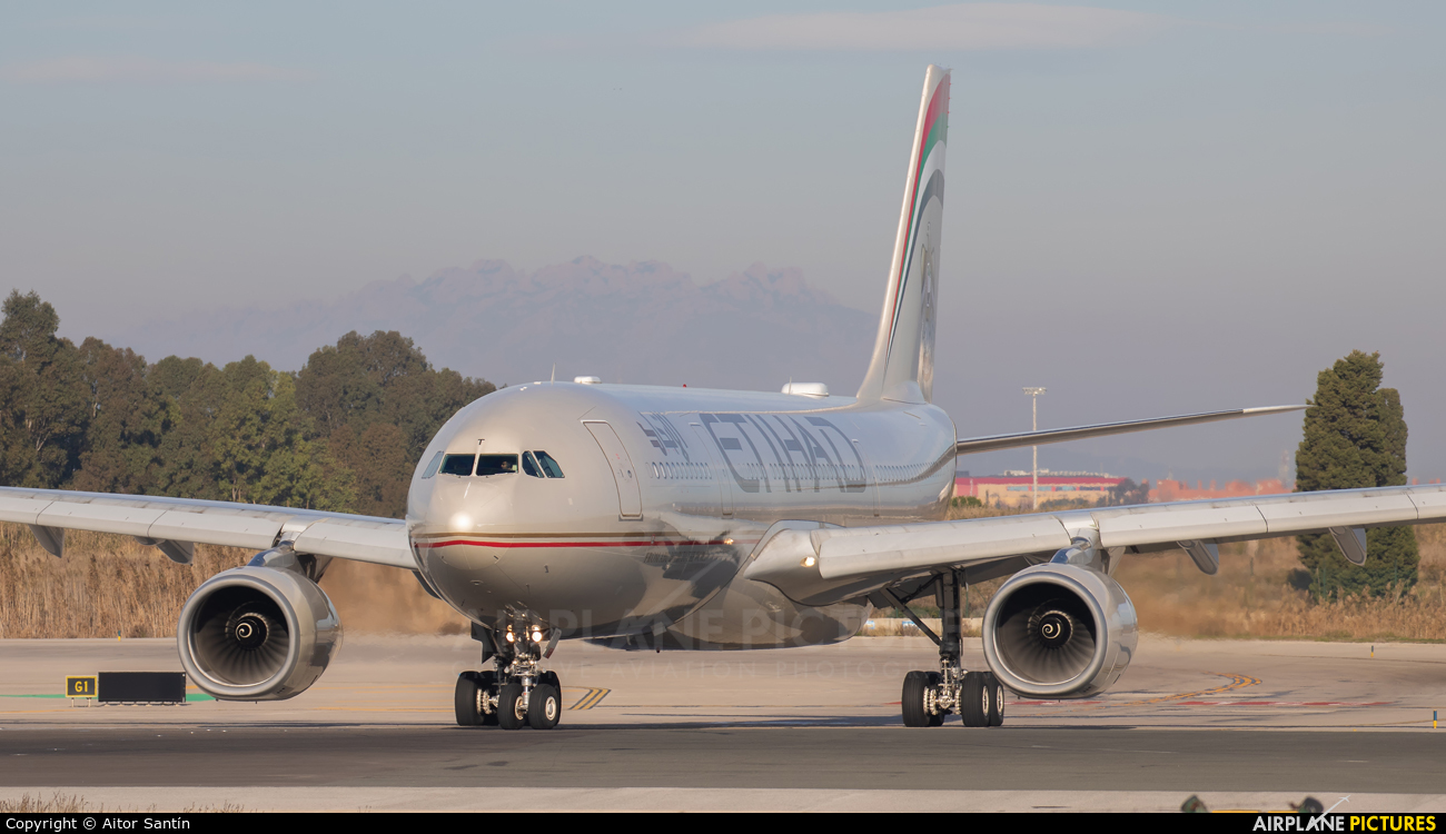 Etihad Airways A6-EYT aircraft at Barcelona - El Prat
