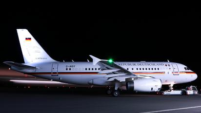 D-AISY - Germany - Air Force Airbus A319 CJ