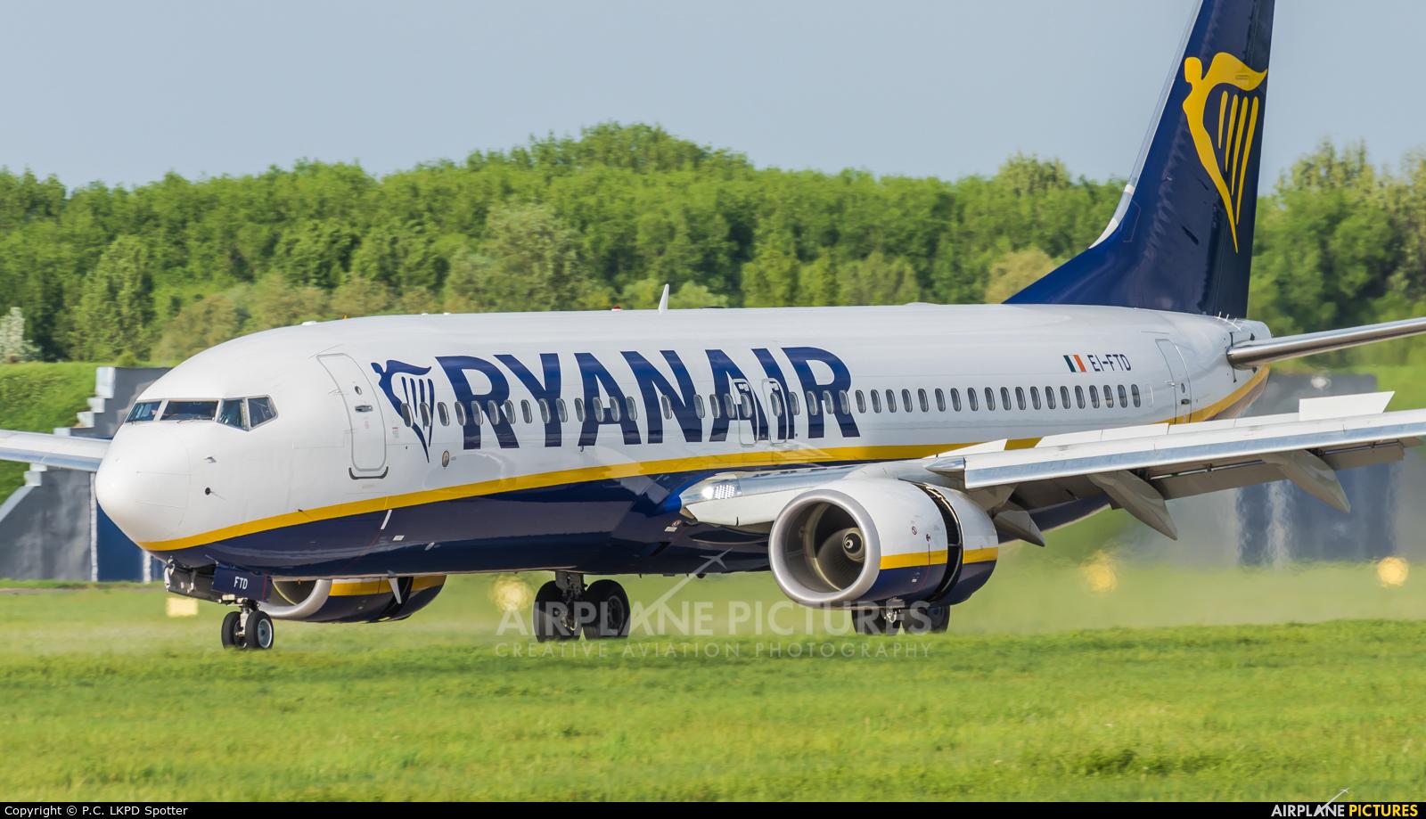 Ryanair EI-FTD aircraft at Pardubice
