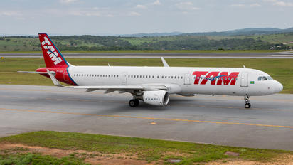 PT-XPM - TAM Airbus A321