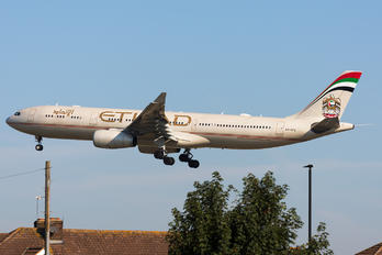 A6-AFE - Etihad Airways Airbus A330-300