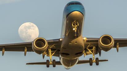 PH-EZH - KLM Cityhopper Embraer ERJ-190 (190-100)