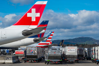 - - Swiss - Airport Overview - Apron