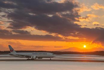 JA772J - JAL - Japan Airlines Boeing 777-200
