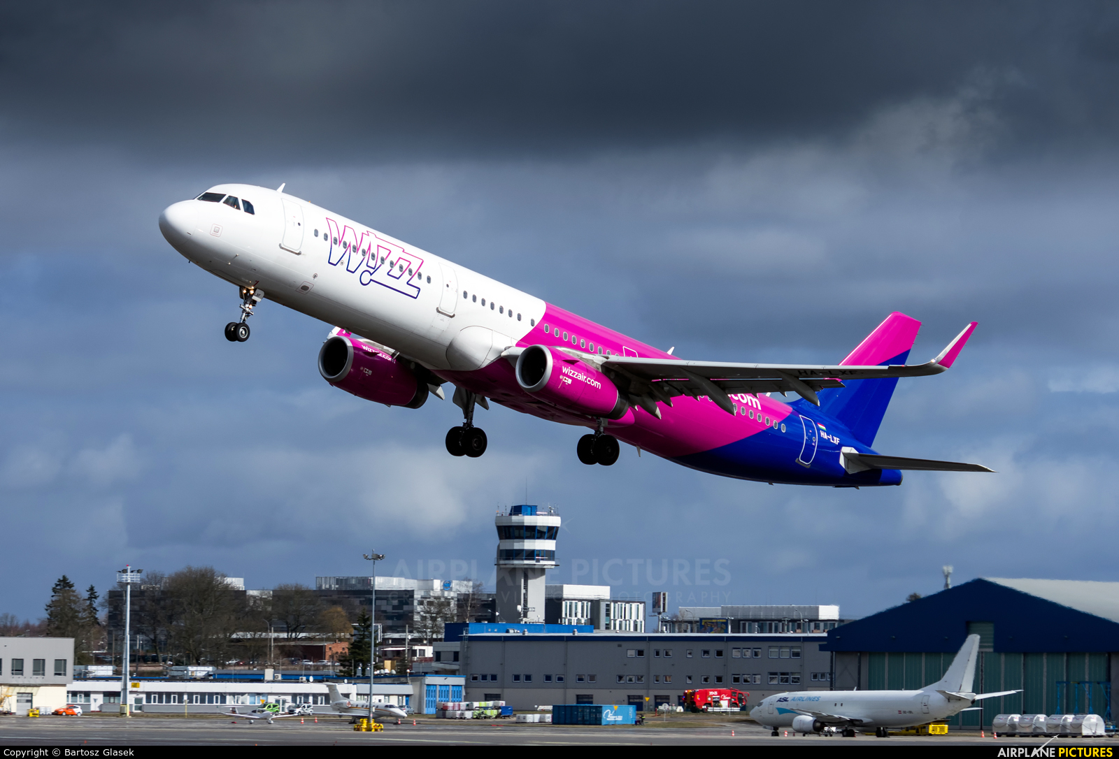 Wizz Air HA-LXF aircraft at Gdańsk - Lech Wałęsa