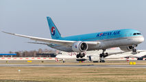 HL8084 - Korean Air Boeing 787-9 Dreamliner aircraft