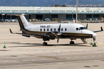 F-GLNH - Twin Jet Beechcraft 1900D Airliner