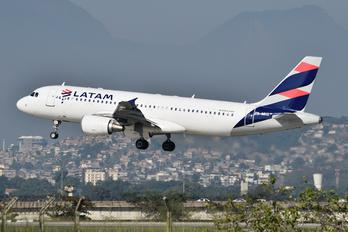 PR-MHX - LATAM Brasil Airbus A320