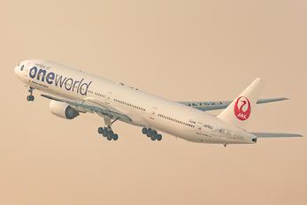 JA752J - JAL - Japan Airlines Boeing 777-300