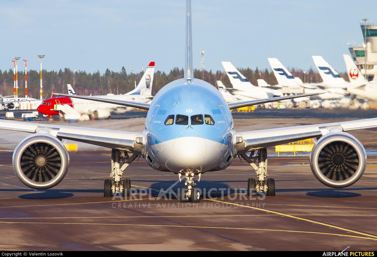 TUI Airways G-TUID aircraft at Helsinki - Vantaa
