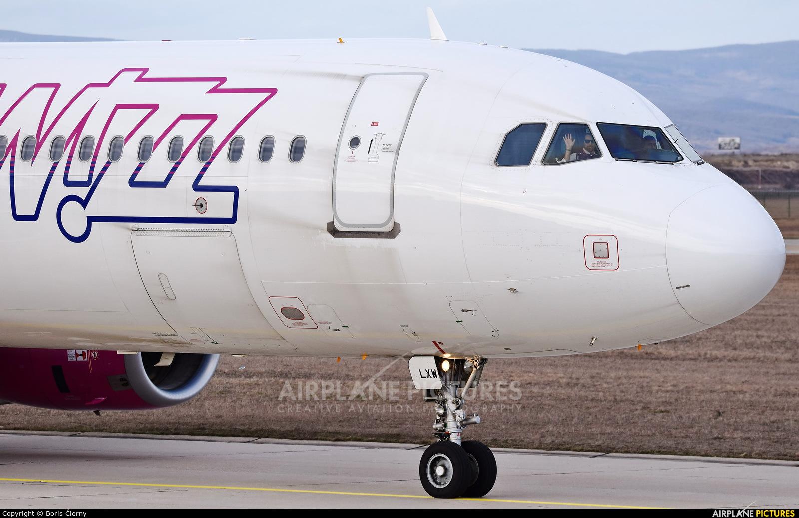 Wizz Air HA-LXW aircraft at Bratislava -M. R. Štefánik