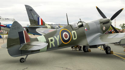 MJ979 - Private Supermarine Spitfire Mk.IX
