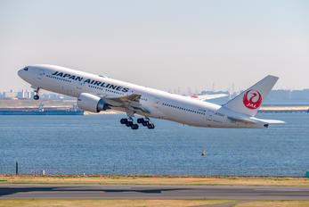 JA703J - JAL - Japan Airlines Boeing 777-200