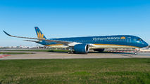 Airbus A350 brought Vietnamese officials to Paris title=