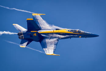 163464 - USA - Navy : Blue Angels McDonnell Douglas F/A-18C Hornet
