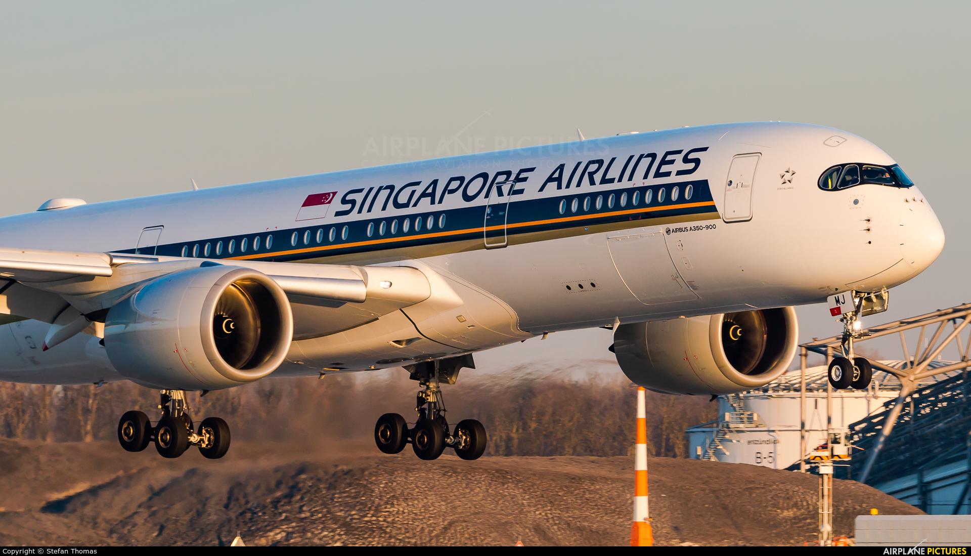 Singapore Airlines 9V-SMJ aircraft at Munich