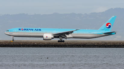 HL7205 - Korean Air Boeing 777-300ER