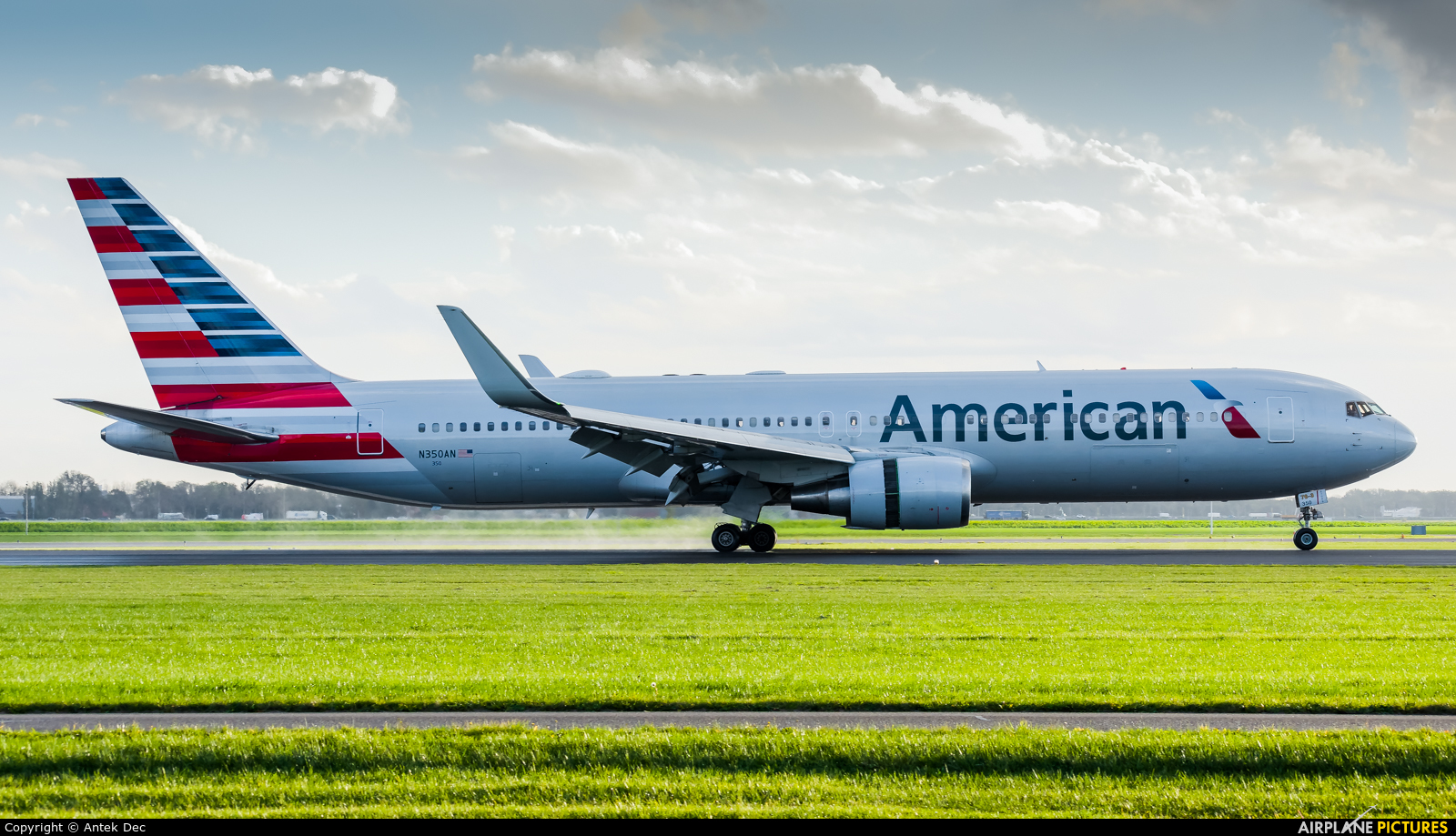 American Airlines N350AN aircraft at Amsterdam - Schiphol
