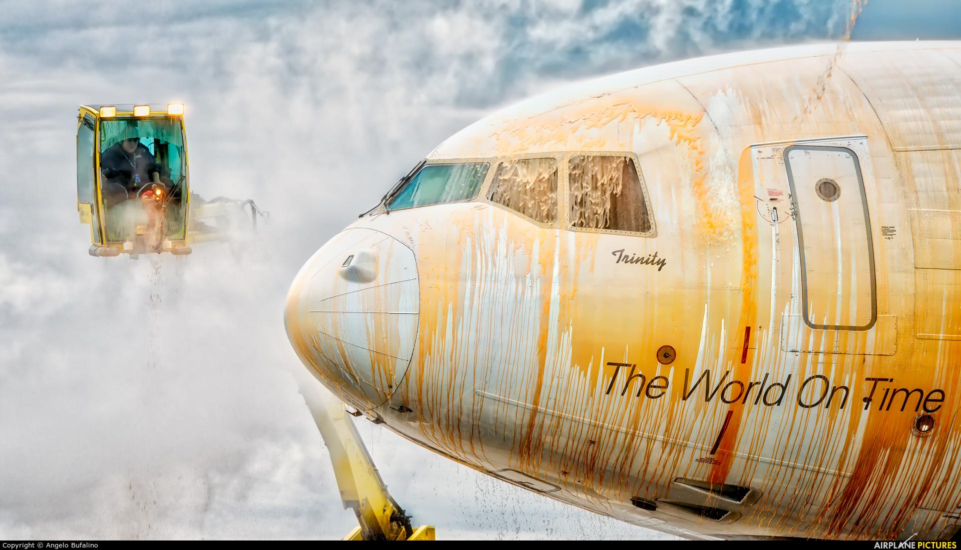 FedEx Federal Express N527FE aircraft at Memphis Intl