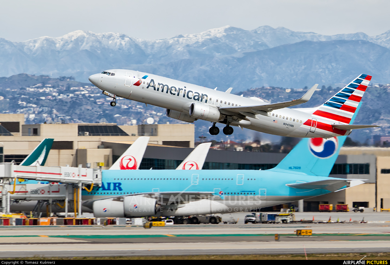 American Airlines N945NN aircraft at Los Angeles Intl