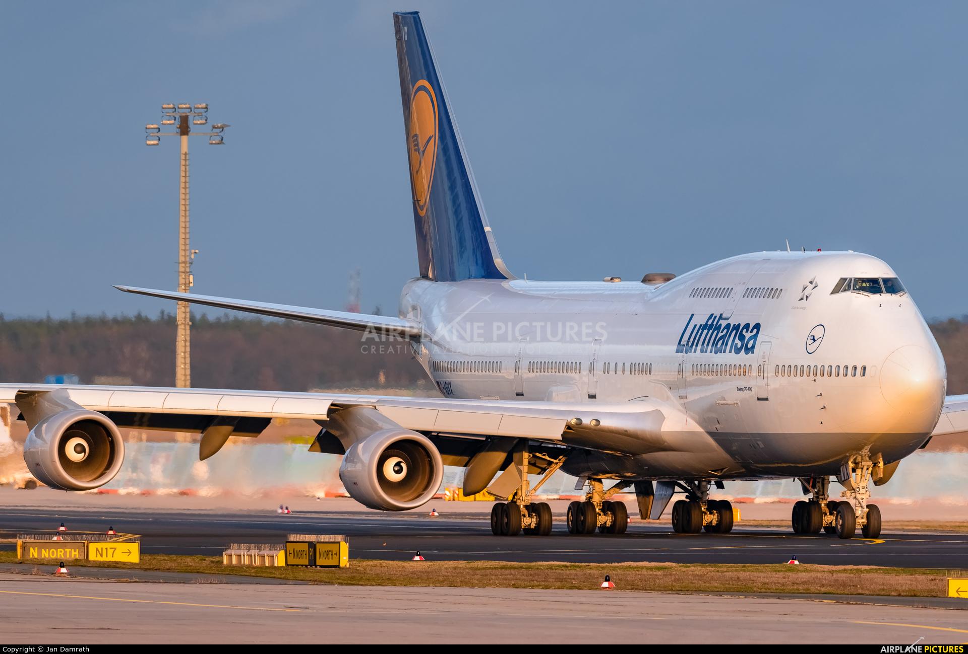 Lufthansa D-ABVX aircraft at Frankfurt
