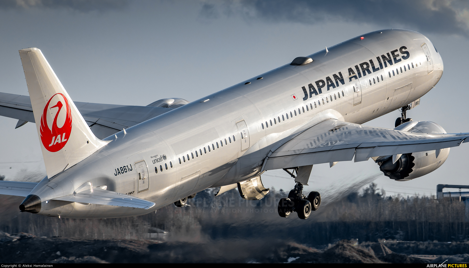 JAL - Japan Airlines JA861J aircraft at Helsinki - Vantaa