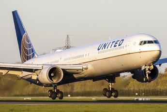 N66056 - United Airlines Boeing 767-400ER