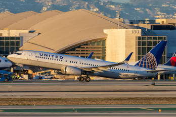 N78511 - United Airlines Boeing 737-800
