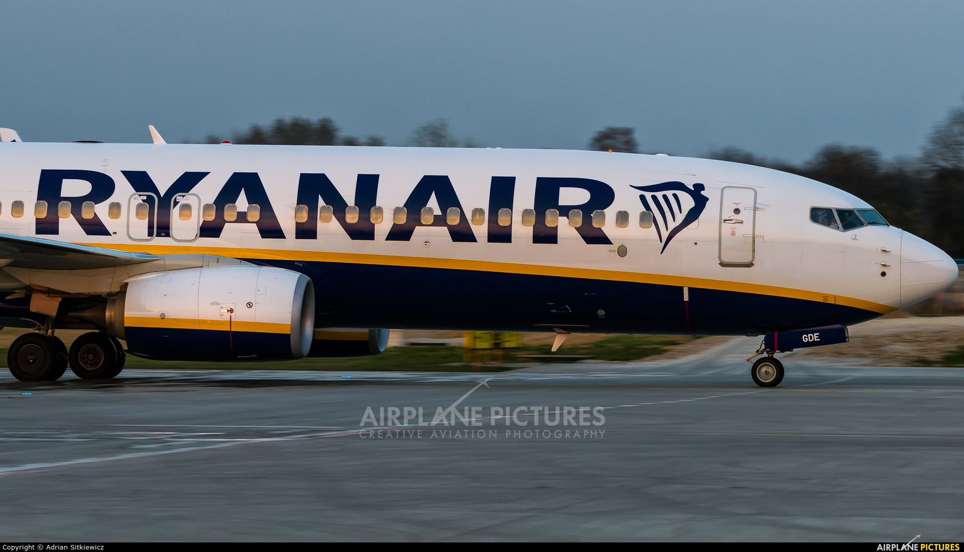 Ryan Air EI-GDE aircraft at Kraków - John Paul II Intl