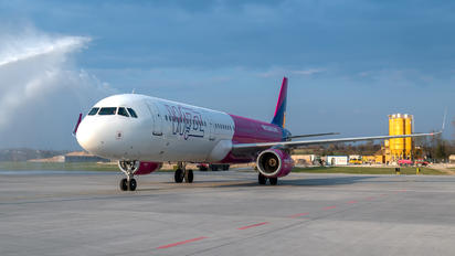 G-WUKC - Wizz Air UK Airbus A321