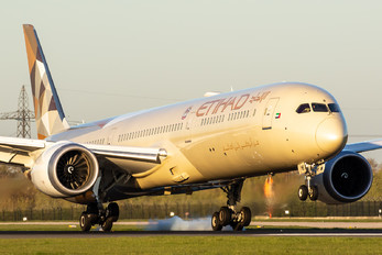 A6-BMB - Etihad Airways Boeing 787-10 Dreamliner