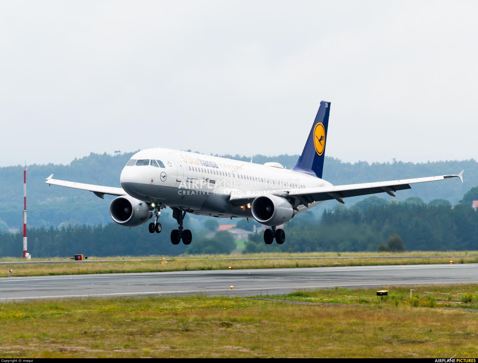 Lufthansa D-AIZB aircraft at Santiago de Compostela