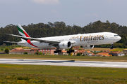 Rare visit of Emirates B777 to Porto title=