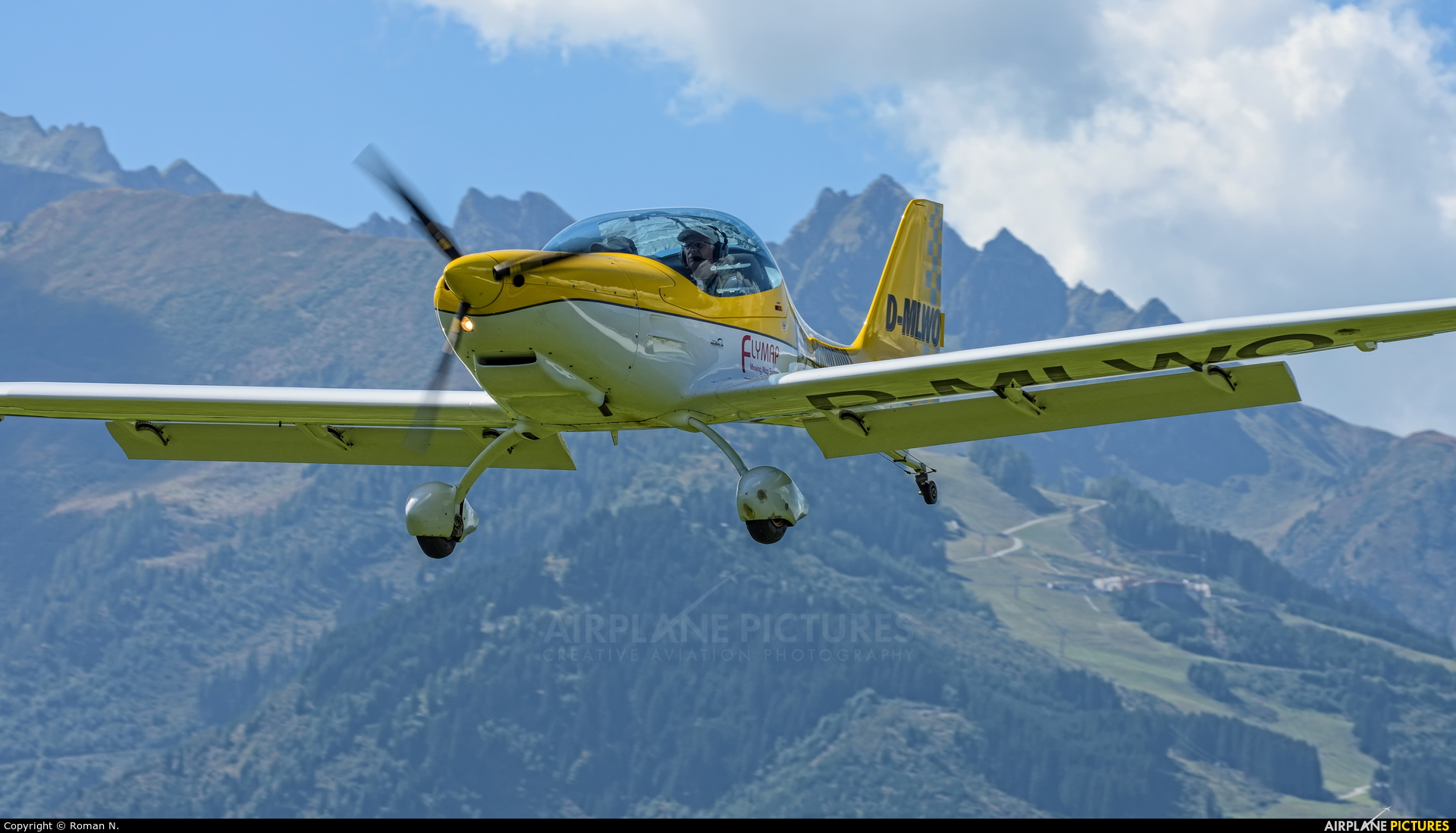 Private D-MLWO aircraft at Zell am See