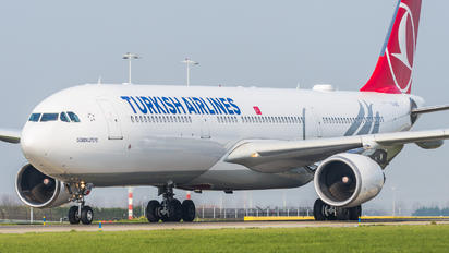 TC-LNE - Turkish Airlines Airbus A330-300