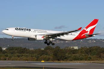 VH-EBC - QANTAS Airbus A330-200