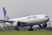 N76010 - United Airlines Boeing 777-200 aircraft