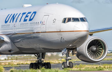 N798UA - United Airlines Boeing 777-200ER
