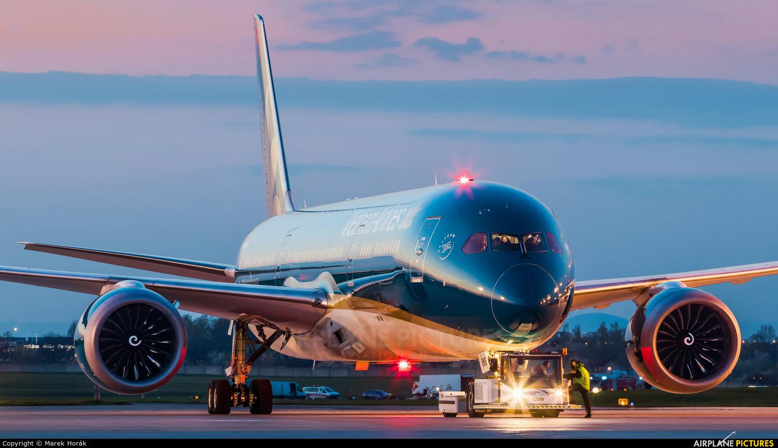 Vietnam Airlines VN-A868 aircraft at Prague - Václav Havel