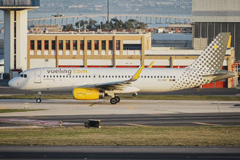 EC-MXP - Vueling Airlines Airbus A320